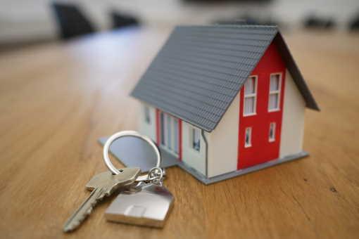 Získat hypotéku na družstevní byt není úplně snadné. U hypotéky bude banka chtít do zástavy nějakou nemovitost, a družstevní byt se jako zástava použít nedá. Hypotéku je tak možné získat jen na družstevní byt, který se během 2 roků převede do osobního vlastnictví.